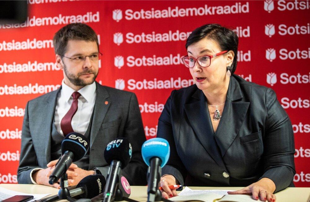 Kumb uurib Tarandi peksmist, kas politsei või partei? Värske siseminister Katri Raik (paremal) tegi suure apsu, kui jättis kasutamata võimaluse hoida oma vastutusala ja erakondlik taust lahus. Vasakul erakonna juht Jevgeni Ossinovski.