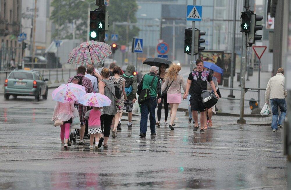 Ilmataat vigurdab: lubatud soojalaine tuleb, kuid tugevate vihmahoogude ja äiksega