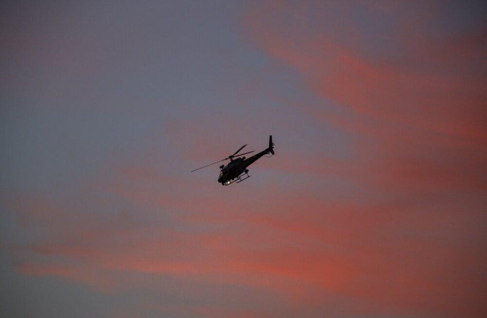 """Loll ja ohtlik lugu: Californias laskis mees """"naljaviluks"""" politseikopteri piloodile laserikiire silma ja tegi pagedes avarii"""