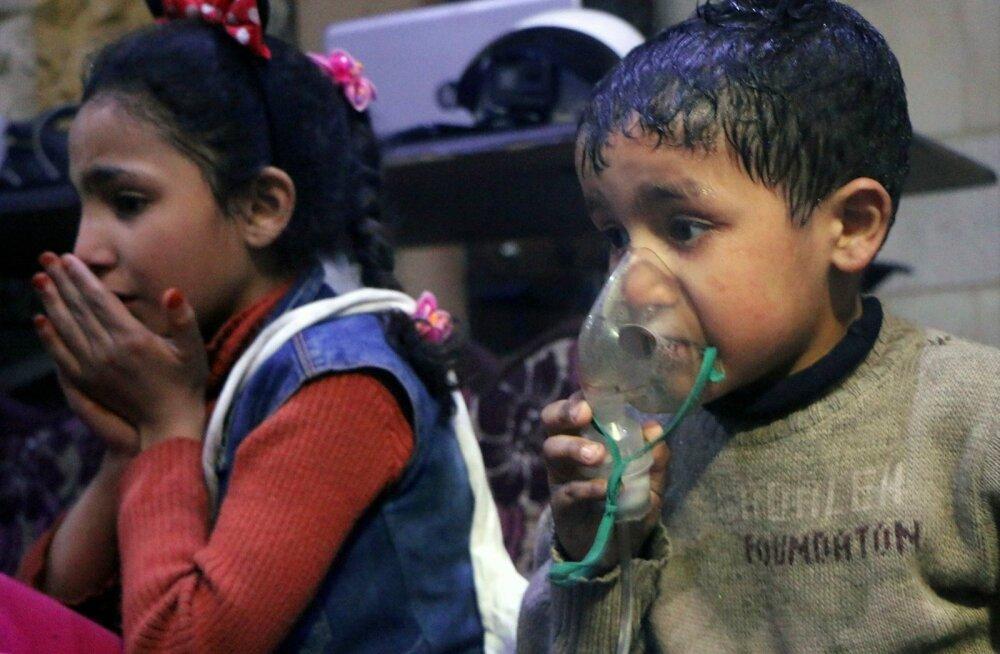 Mässuliste aladel tegutseva abiühenduse Valged Kiivrid fotod kujutavad väidetavalt gaasirünnakus kannatada saanud lapsi.