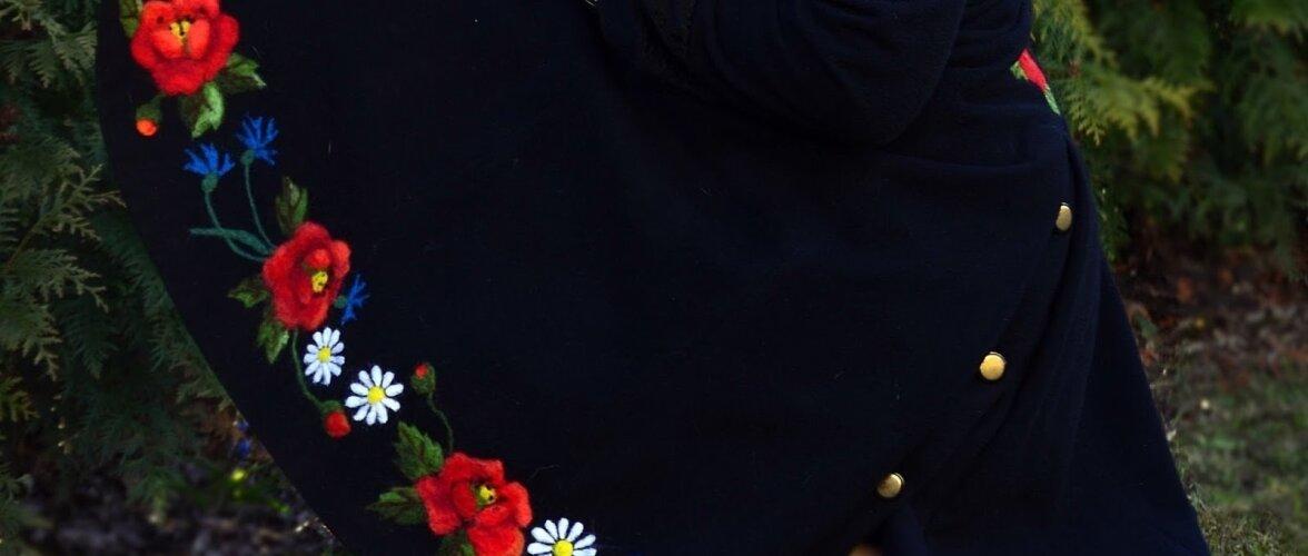 Vilditud lillemantel.