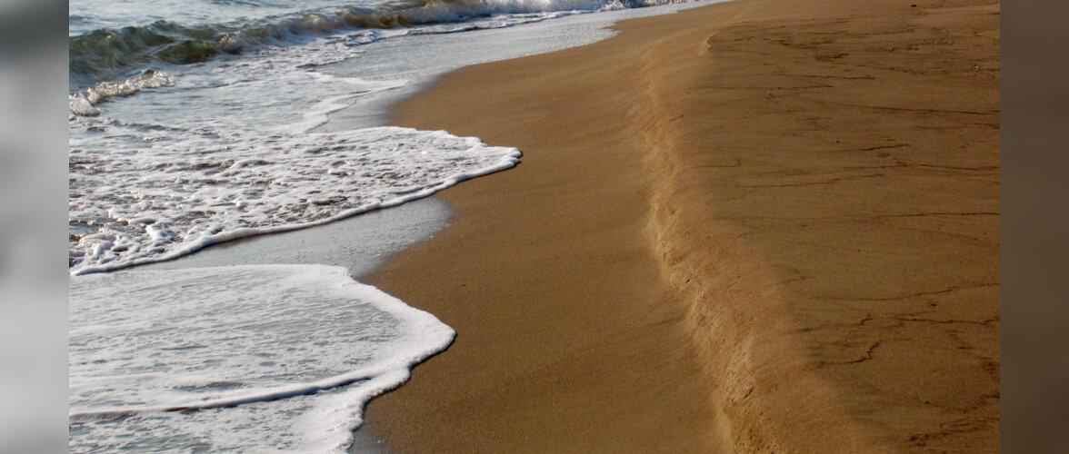 Британского туриста оштрафовали на 1032 евро за кражу песка на острове Сардиния
