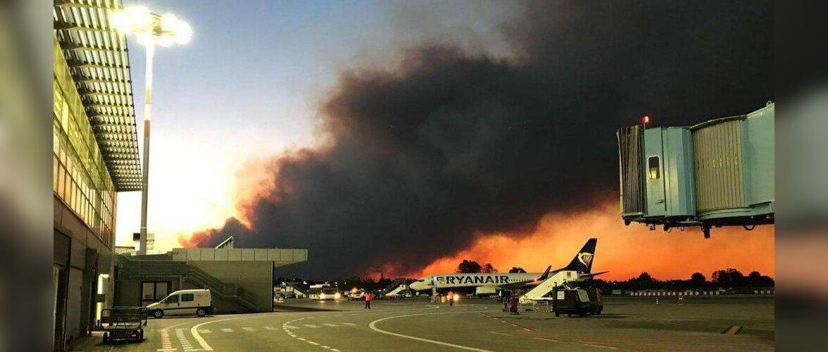 FOTO: Itaalias suleti metsapõlengute tõttu lennujaam