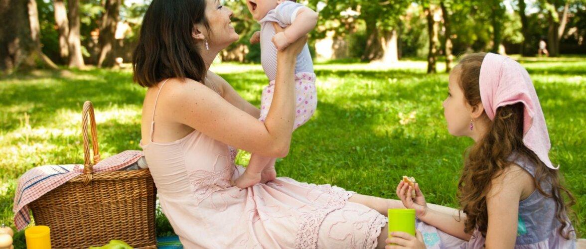 Mis võib toimuda vanema lapse hinges, kui perre tuleb pesamuna?