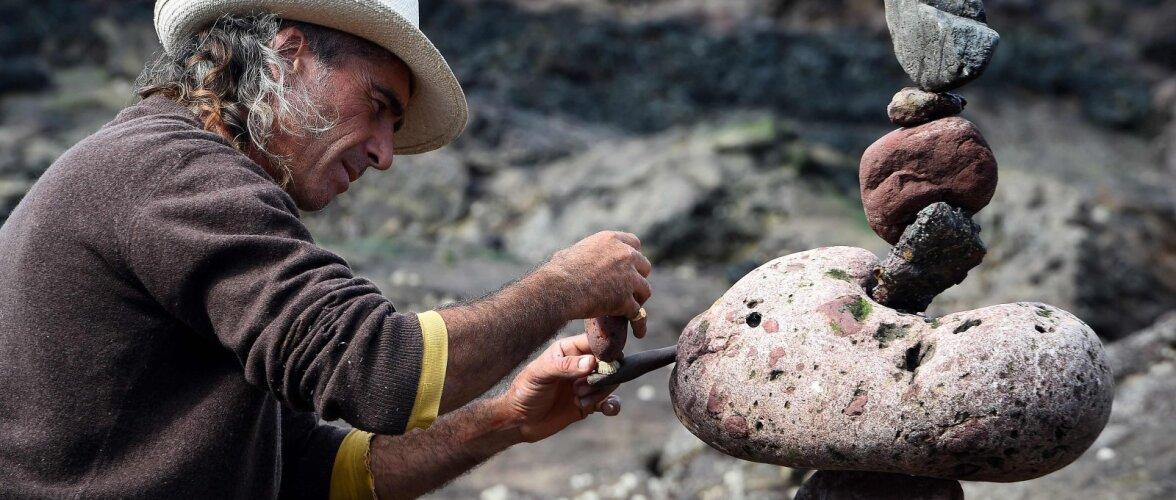ФОТО: В Шотландии прошел необычный чемпионат по балансировке камней