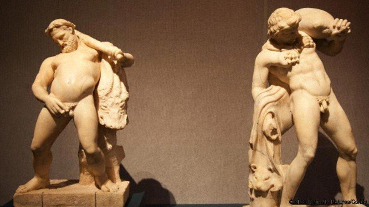Статуэтка в мужчина и женщина занимающиеся сексом