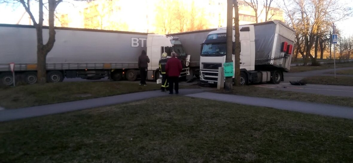 VIDEO JA FOTOD: Paldiskis põrkasid kokku kaks veokit