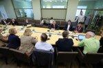 DELFI FOTOD: Siim Kallas saabus Reformierakonna fraktsiooni ette oma karjääriplaane tutvustama