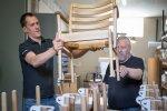 Haapsalu külje all Pullapääl asuvas mööblitööstuses toodetakse kase- ja tammepuidust toole, laudu, diivaneid ja tugitoole.