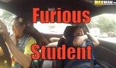 VIDEO | Julm tüng! Kiire ja vihane nohikutüdruk paneb sõiduõpetajad oma elu eest palvetama