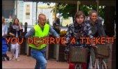 VIDEO: Tartus tehti kaunitele neidudele trahvi. Vaata, mille eest!