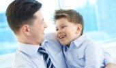 Isa ja poeg. Foto on illustreeriv.