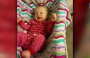VIDEO: Tulihingeline väike fänn? Beebi ei jäta nuttu enne, kui ema Justin Bieberi mängima paneb
