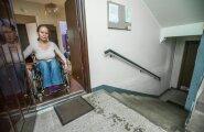 Helen Bokmann ei pääse oma korterist iseseisvalt välja üheksa trepiastme pärast.