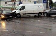 FOTOD ja VIDEO: Tallinnas hommikusel tipptunnil toimunud avarii tekitas hiigelummikud