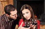 Huvitav uurimus: suhted, kus partnerid koos veini joovad, jäävad püsima