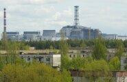 Tšernobõli tuumajaam mahajäetud Pripjati linna taustal