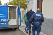 FOTO: Politsei sõidutas süüdistatava kohtusse tehnoülevaatuseta bussis