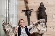 Huntidega on Krimelte töötajatel oma suhe. Ehitusvahtude tootmine, müük ja turundus on koondatud ühe, Wolf Groupi nimelise ettevõtte alla.