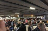 Brüsseli lennujaama turvakontrolli ootavad inimesed