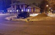 ФОТО: В Тарту предполагаемый алководитель совершил аварию, пытался сбежать, но был задержан очевидцами