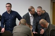 Assar Pauluse (keskel, valge särgiga) kohtuotsus pole juriidiliselt veel jõustunud. Nimelt on tema vene emakeelega kaaslastel 20. septembrist alates 15 päevaaega tõlgitud kohtuotsusega tutvuda.