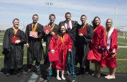 FOTO: Maailma esimesed elusolevad seitsmikud lõpetasid keskkooli