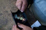Со следующего года одинокие пенсионеры начнут получать пособие