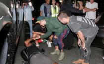 FOTOD | Justin Bieber ajas kirikust naastes fotograafi auto alla