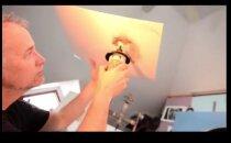 VÄGEV TALENT! Kunstnik joonistab naise portree lahtise tule abil
