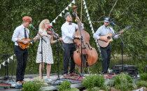 GALERII | Curly Strings andis Viljandimaal Tääksi järve kaldal romantilise kontserdi