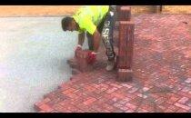 VIDEO: Kiiduväärt oskused! Vaata, kuidas elukutseline müürsepp telliseid laob