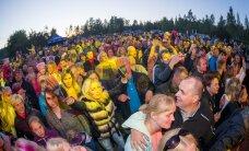 HIIGELGALERII: Veel kõvem pralle kui möödunud aastal? Vaata, kuidas Soomes elavad eestlased pidasid vägevat jaanimöllu koos Smilersi, Karavani ja Karl-Erik Taukariga