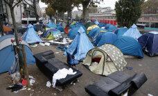 """Полиция Парижа закрывает стихийный лагерь беженцев у метро """"Сталинград"""""""