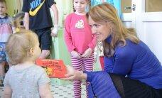 ФОТО DELFI: Иева Ильвес посетила детское отделение Нарвской больницы