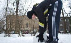 Ettevõtlik kolmas kooliveerand pani direktori lumekuju voolima ja karunahas uisutama