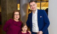 """FOTOD: Vanemuises esietendunud """"Mamma Miat!"""" käisid vaatamas ka Taavi Rõivas ja Luisa Värk tütrega"""