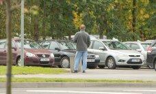 Lugeja kurdab: TÜ Kliinikumi ümbruse igapäevane vaatepilt on suitsetavad patsiendid tänaval, tilgajalg kaasas