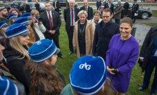 DELFI FOTOD: Kroonprintsess Victoria asetas pärja Estonia mälestusmärgile