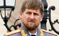 """ВИДЕО: Кадыров вручил чеченским олимпийцам джипы """"Мерседес-Бенц"""""""