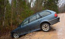 Хроника ДТП: в Ида-Вирумаа съехали в кювет два автомобиля, пострадали три человека