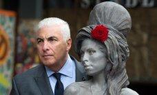 FOTOD: Meelemürgisurma läinud Amy Winehouse'ile püstitati mälestusmärk