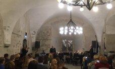 В Нарвском замке свидетельства о гражданстве получили более 30 жителей Вирумаа