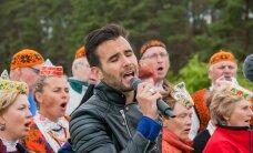 FOTOD: Kristjan Kasearu vedas muhulaste ja saarlaste võistulaulmist