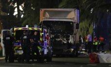 Грузовик врезался в толпу на праздновании Дня Бастилии в Ницце: более 70 погибших