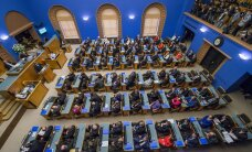 Riigikogus moodustati kaks parlamendirühma ja neli ühendust