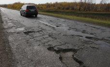 """В России предложили законодательно запретить """"ямочный"""" ремонт дорог"""