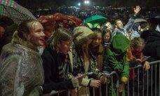 VAATA UUESTI: Sajad tudengid kogunesid Vabaduse väljakule, et eesti staaridega ühes öölaulupidu pidada