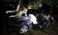 Traagiline päev liikluses: Tallinnas sai bussijuhi äkkpidurduse tõttu viga bussis viibinud reisija, Pärnamäe teel hukkus liiklusõnnetuses kolm noormeest