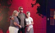 VIDEO: Arnold Schwarzenegger tembutas Madame Tussauds´i vahakujude muuseumis, mängides iseennast